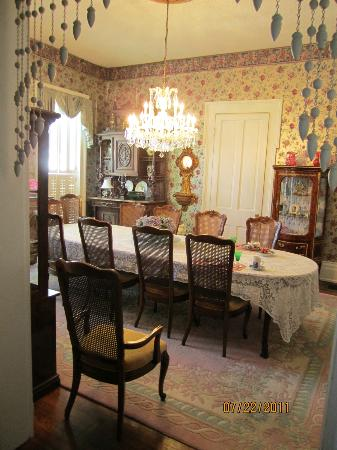Victorian Quarters Bed and Breakfast: Dining Room