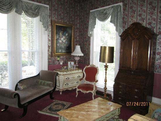 Victorian Quarters Bed and Breakfast : Plenty of light/ windows