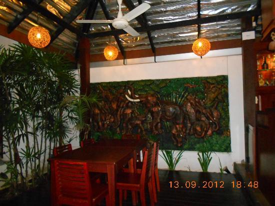 Sabaidee@Lao Hotel: Inside hotel behind bar area