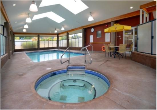 The Hospitality Inn: Saltwater Hot Tub and Pool