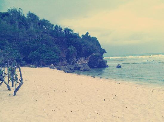 Sundak Beach: Pantai Sundak