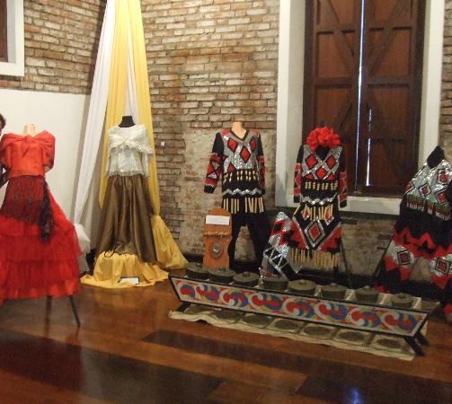 Fort Pilar : native costumes