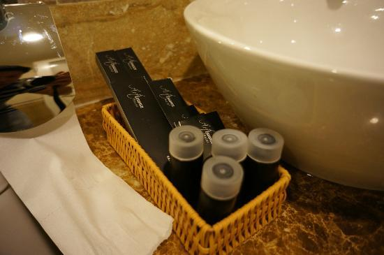 Golden Art Hotel: Shampoo and bathing gel