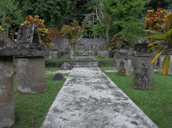 Waruga Burial Complexes : komplek kubur batu Waruga