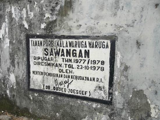 Waruga Burial Complexes : Plakat Peresmian Waruga