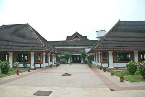Bolgatty Palace and Island Resort: Main building and Resturant