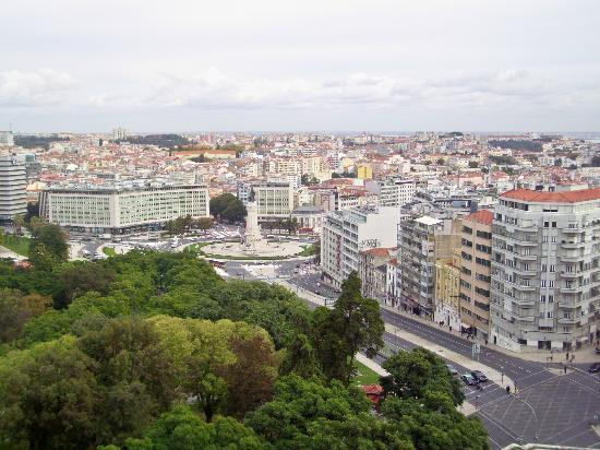 Four Seasons Hotel Ritz Lisbon: Park and Square from 7th floor view