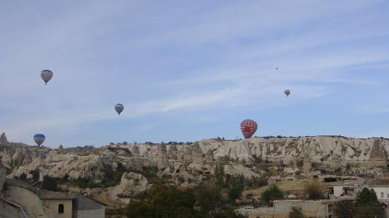 Guven Cave Hotel: View of the hot ballooning from the terrace in the third level