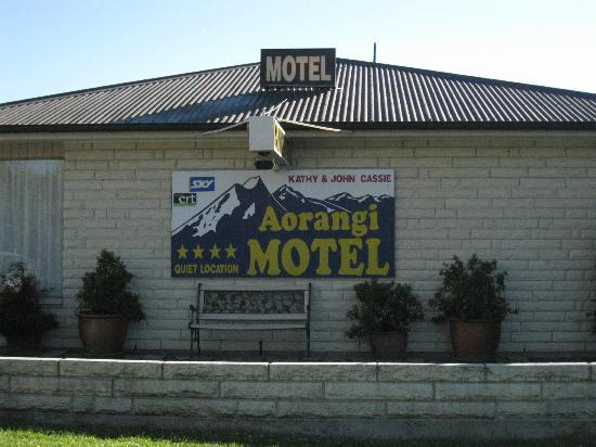 Aorangi Motel: Outside Motel Aorangi