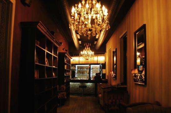 Blackberry Lounge Bar : The Entrance Corridor @ Black Berry