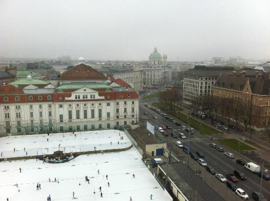InterContinental Wien: Ice skating view from room