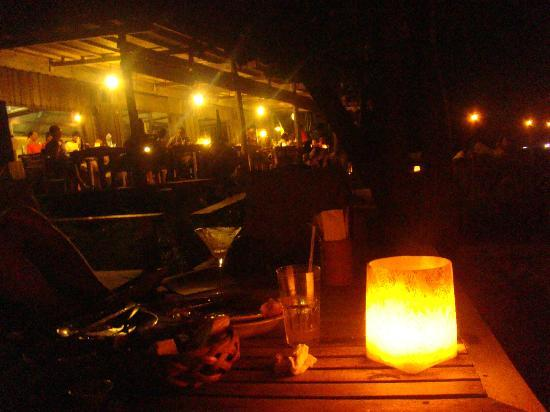 Mango Bay Resort: Restaurant in the evening