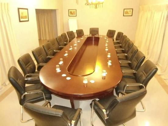 Waterfalls Hotel: Conference Room