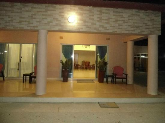 Waterfalls Hotel: The Lounge Entrance