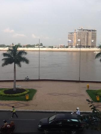 Khmeroyal Hotel: вид из окна третьего этажа, отеля КмерРояль