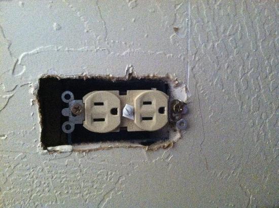 Dine Inn Motel: exposed sockets