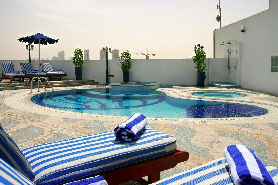 Howard Johnson Bur Dubai: Swimming Pool