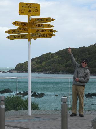 Bluff Ocean Vista Accommodation: The signpost at Bluff
