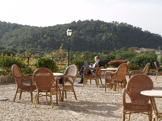 Hotel Rural & Spa Monnaber Nou : Great terrace quited... wifi all over the place