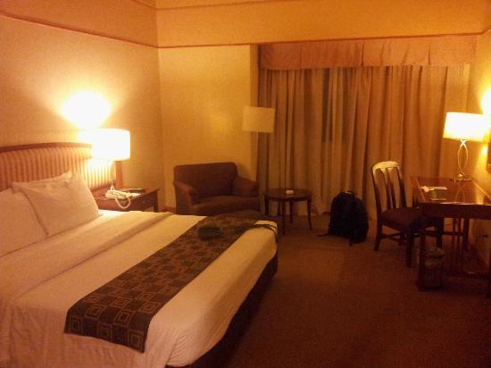 Berjaya Makati Hotel - Philippines: Room pic 2