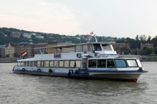 Hungaria Koncert: Daily dinner or lunch cruises