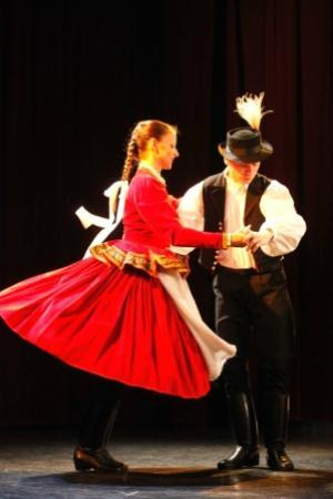 Hungaria Koncert: Hungarian Dancing couple