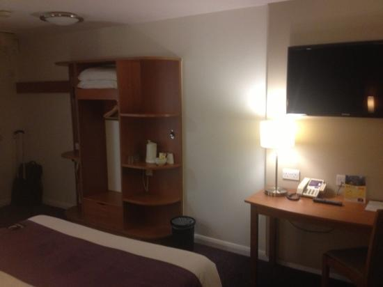 Premier Inn London Docklands (Excel) Hotel: room 214