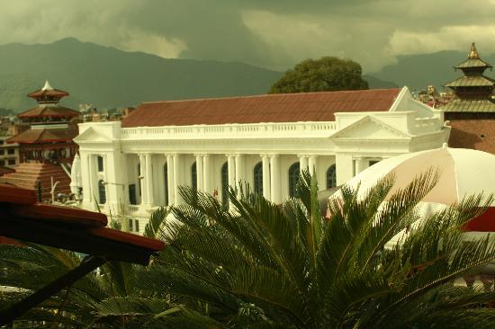 Himalaya's Guest House: Over Looking the Old Royal palace.