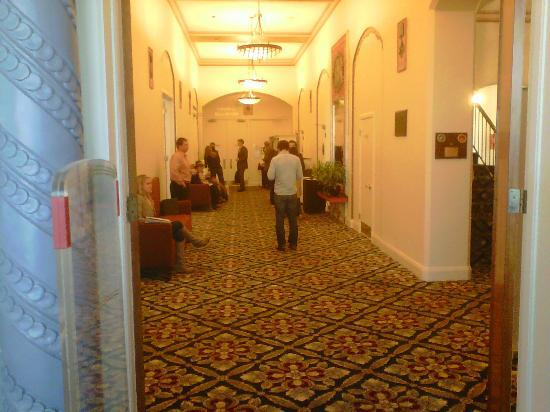 Marines Memorial Club Hotel: Common areas of the hotel