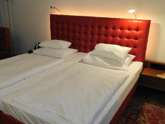 Arcotel Kaiserwasser: double bed
