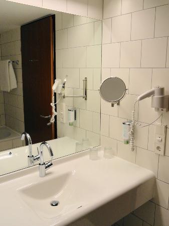 Arcotel Kaiserwasser: washbasin