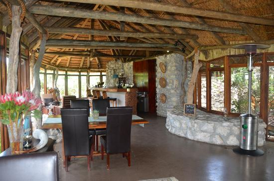 MOSAIC Lagoon Lodge: main lounge and dining room