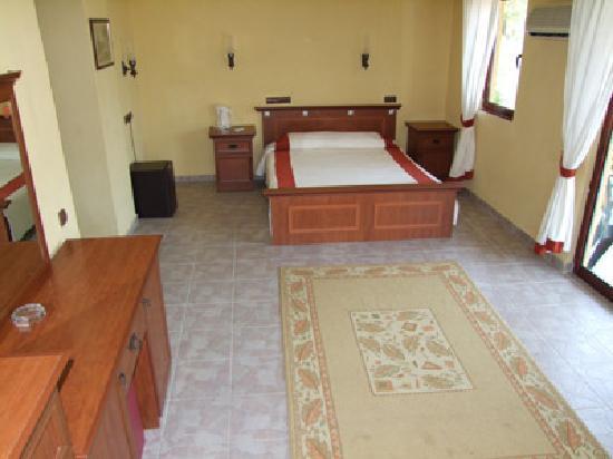 Osmanlı Sarayı Otel: Great big comfy and airy rooms