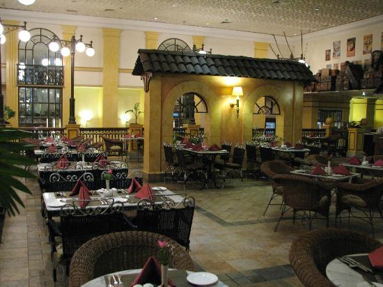 Hilton Nairobi: dining area