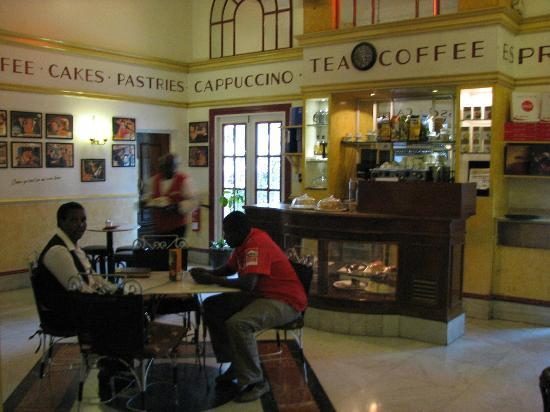 Hilton Nairobi: coffee shop off the lobby