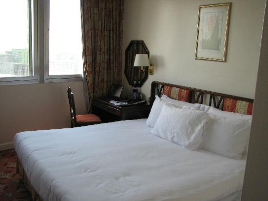 Hilton Nairobi: bedroom
