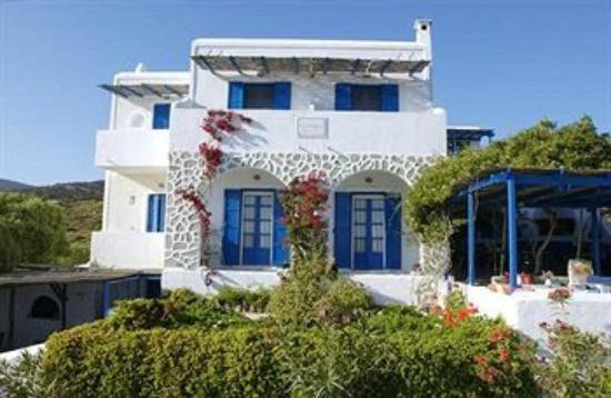 Dolphin St. Georgio Villas & Suites: Entrance to Hotel Dolphin