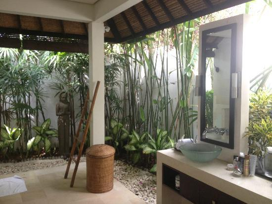 salle de bain exterieur sublissime photo de villa bali asri seminyak tripadvisor. Black Bedroom Furniture Sets. Home Design Ideas