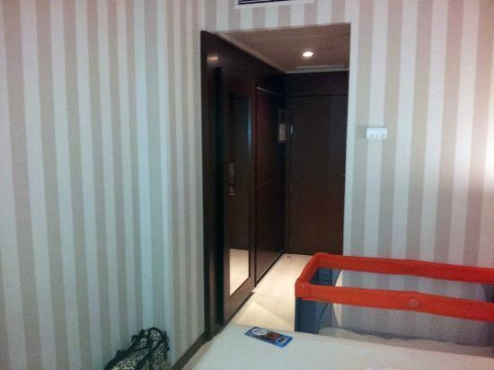 Hotel Las Artes: Entrada de la habitacion