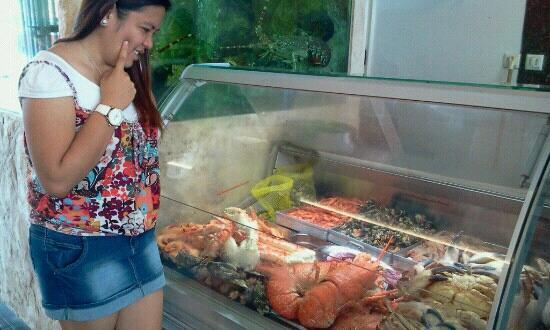 Lookal Mar : havin a hard time to choose which food to eat! all is mouth watering..