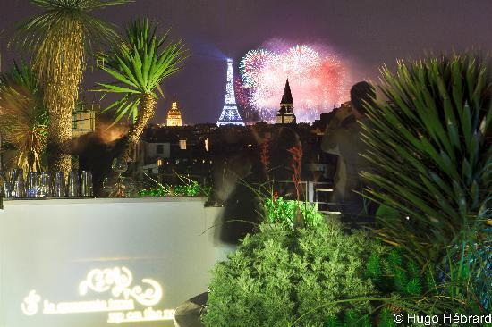 Holiday Inn Paris - Notre Dame: Roof Top Terrace on Bastille day