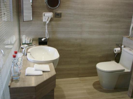 Landmark Bangkok : bathroom