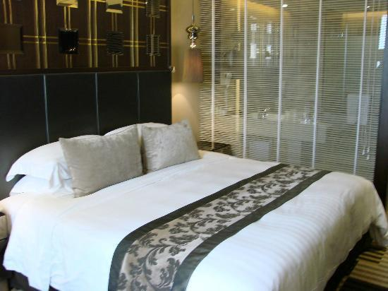 Landmark Bangkok: very comfortable bed