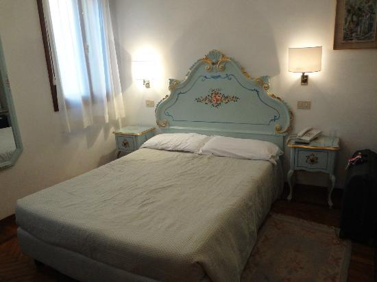 Hotel Serenissima: The room