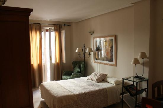 Apartamentos Caballero de Gracia : Quarto