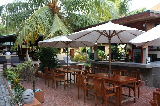 Padang Bai Beach Resort: Bar