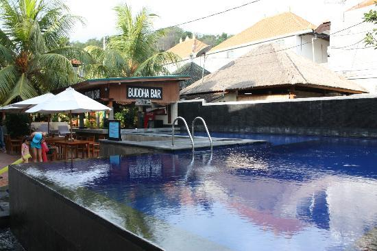Padang Bai Beach Resort: Piscine