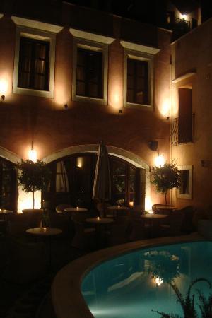 Palazzo Rimondi: la cour le soir