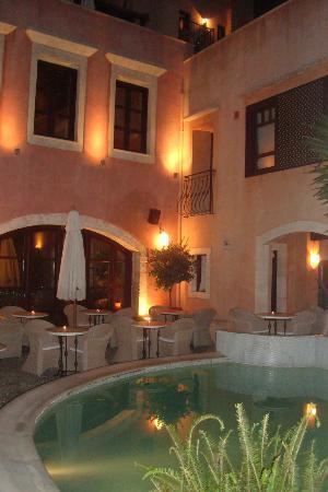 Palazzo Rimondi: la cour vers la piscine