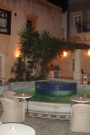 Palazzo Rimondi: piscine dans la cour